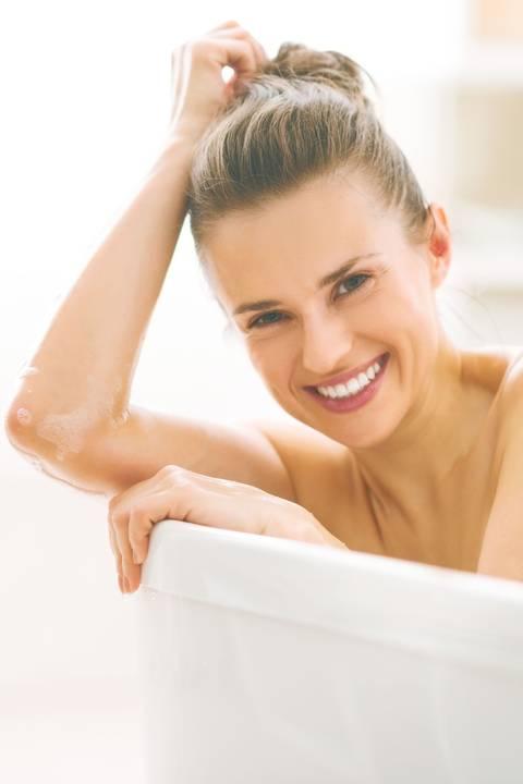 Mit Modernen Therapieansätzen Können Sich Psoriasis Patienten Wieder Wohl  In Ihrer Haut Fühlen. 915 KB